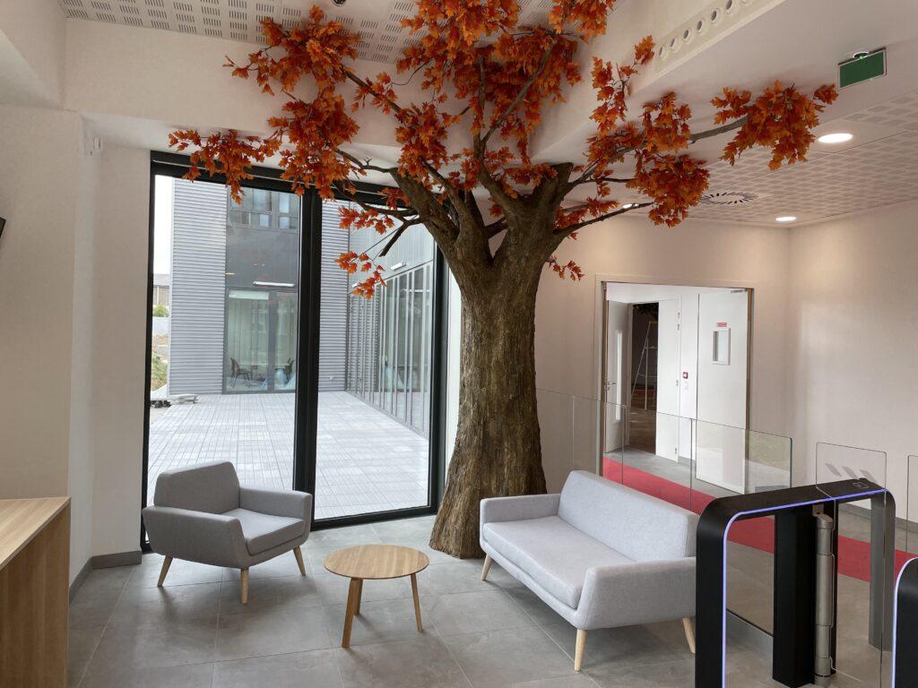 Faux arbre Orange Nantes Loire atlantique corentin meige déco arbre artificiel France artiste Corentin Meige création arbre intérieur